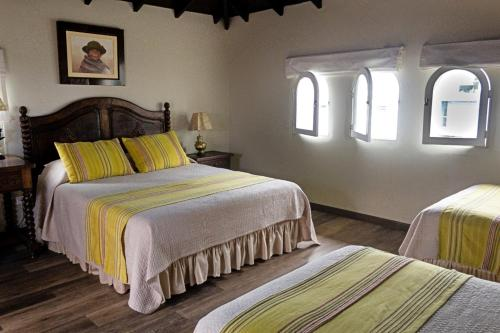 A bed or beds in a room at Hotel Antigua Miraflores