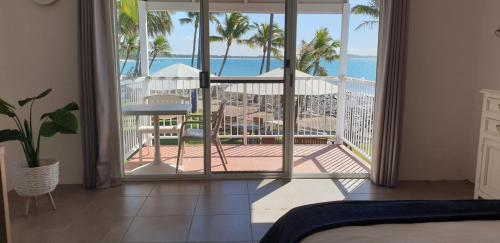 A balcony or terrace at Ocean View Resort Apartment