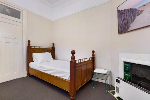 A bed or beds in a room at Drummoyne 3 Bedroom Home (62ALE)