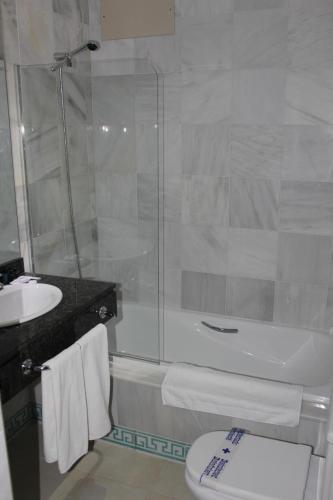 Een badkamer bij Hospederia Doña Lola Zahara