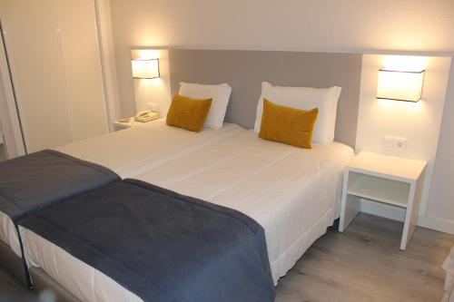 A bed or beds in a room at Costa de Prata Hotel