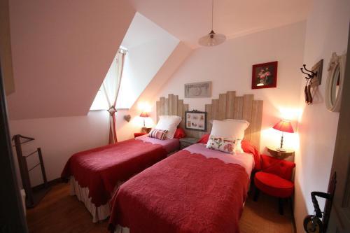 A bed or beds in a room at Moulin de la Beraudaie
