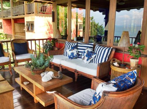A seating area at Casa Vermelha Guest House