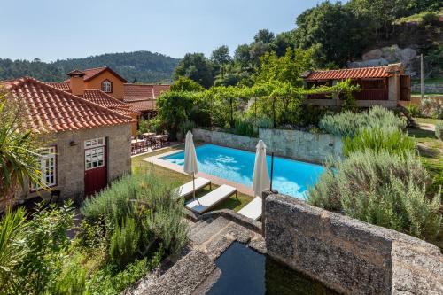 A piscina em ou perto de Casa do Eido - sustainable living & nature experiences