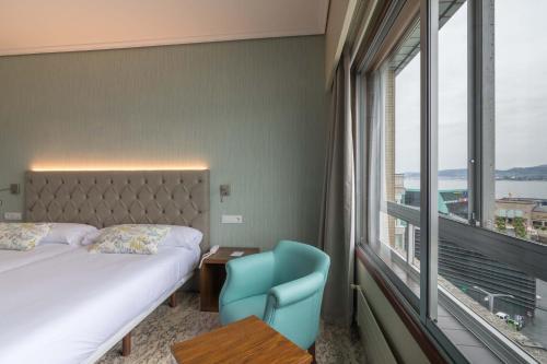 A bed or beds in a room at Sercotel Hotel Bahía de Vigo