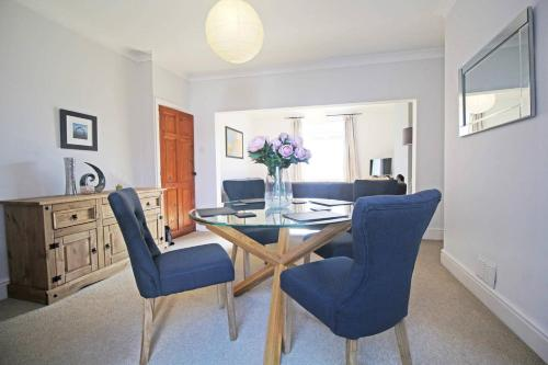 Classic Chester Terrace - Great Location in Hoole