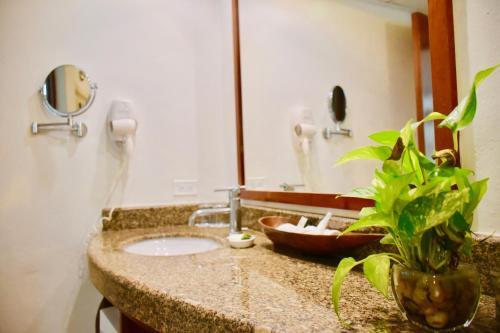 A bathroom at Playa Palms Beach Hotel