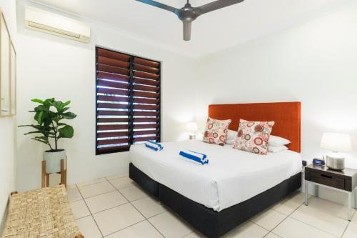 A bed or beds in a room at Trito - Luxury Holiday House