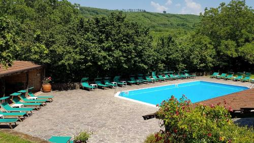 A view of the pool at Agriturismo Ricciardelli or nearby