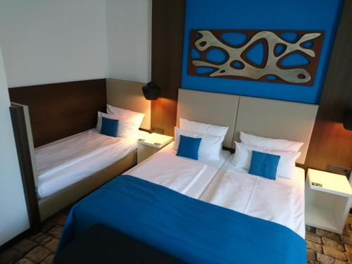 A bed or beds in a room at Turm Hotel
