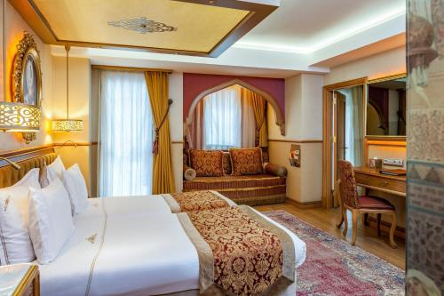A bed or beds in a room at Hotel Sultania Boutique Class