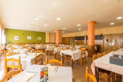 A restaurant or other place to eat at Hotel Costa
