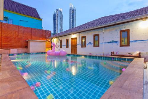 Baan Talay Homeの敷地内または近くにあるプール