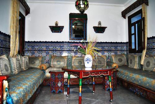 A seating area at Hotel Casa Khaldi
