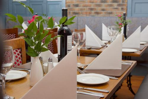 A restaurant or other place to eat at Leens Hotel