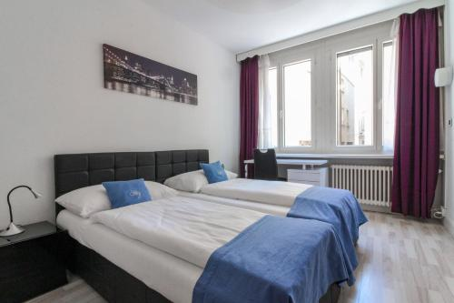 A bed or beds in a room at San Carlo Garni