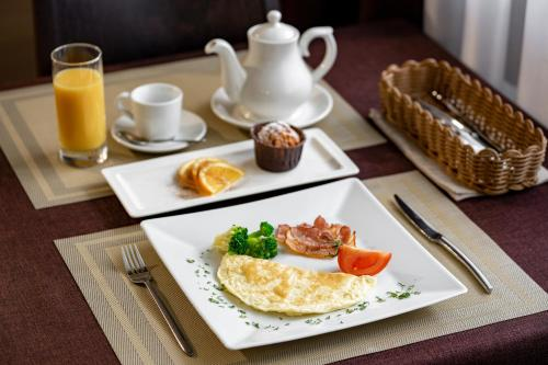 Breakfast options available to guests at Resident