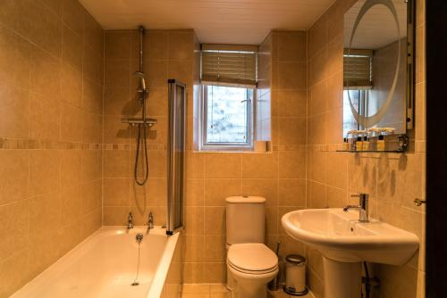 A bathroom at The Mews Hotel