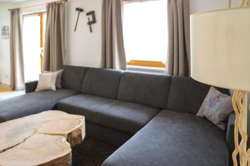 Ein Sitzbereich in der Unterkunft Alpenzeit