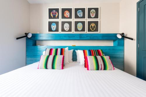 A bed or beds in a room at La Palomilla Bed & Breakfast