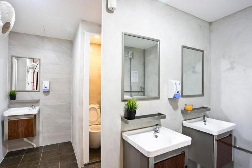 Ein Badezimmer in der Unterkunft 7 Wonders Boutique Capsule (SG Clean)