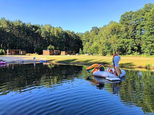 Der Swimmingpool an oder in der Nähe von Agroturystyka Wena - luksus w naturze