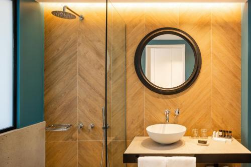 A bathroom at Kalidon Panorama Hotel