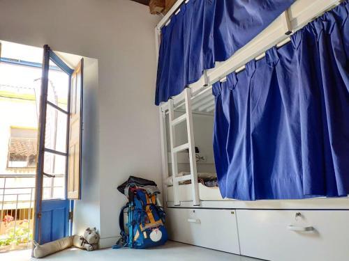 A bunk bed or bunk beds in a room at Casa de los Hidalgos