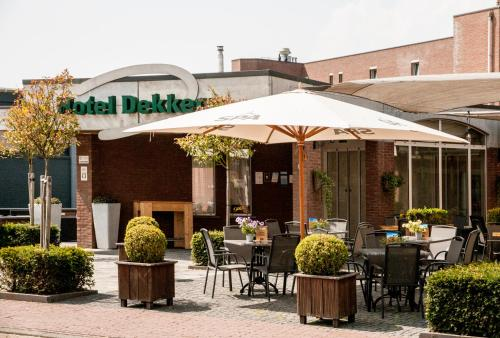A restaurant or other place to eat at Hotel Dekkers