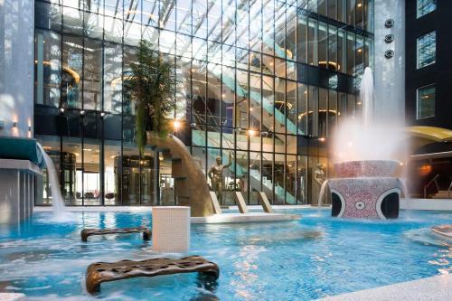 Der Swimmingpool an oder in der Nähe von Tallink Spa & Conference Hotel