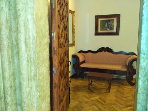 A seating area at Hospederia del Real Monasterio