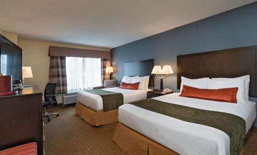 A bed or beds in a room at Best Western Plus Hotel & Conference Center