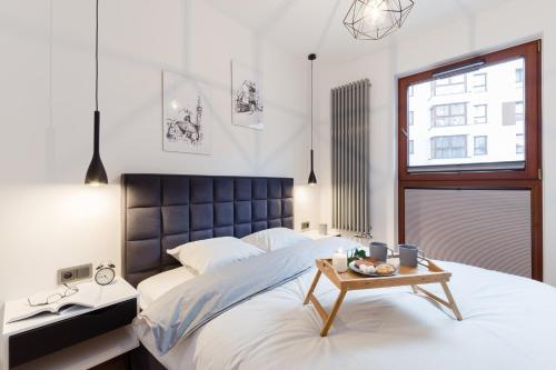 Łóżko lub łóżka w pokoju w obiekcie Motlava Gdansk Apartment