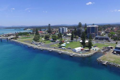 A bird's-eye view of Heritage unit 101/18 Manning Street, Tuncurry