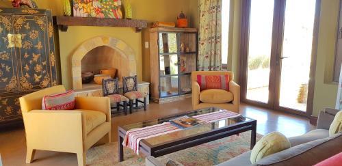 A seating area at Casa Tannat by Cafayate Holiday