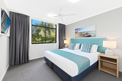 A bed or beds in a room at Club Wyndham Flynns Beach