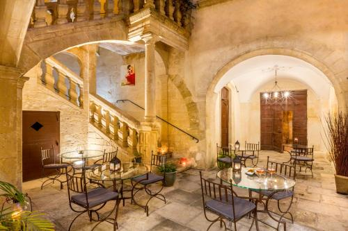 A restaurant or other place to eat at Best Western Marquis de la Baume