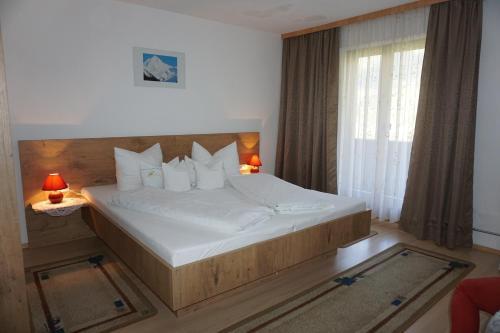 Ein Bett oder Betten in einem Zimmer der Unterkunft Haus Dornauer