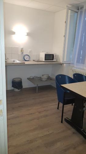 Cuisine ou kitchenette dans l'établissement Hôtel Alphée