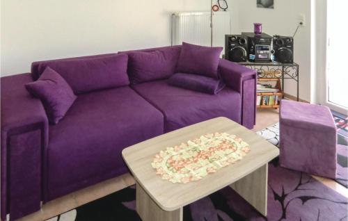 Ein Sitzbereich in der Unterkunft Holiday Home Dubekevitz 02