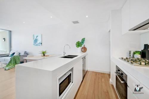 A kitchen or kitchenette at Stay at Bondi! 2 BEDs Cozy Unit within Short Walk!