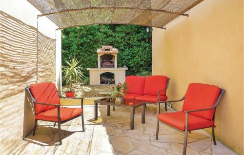 A seating area at Holiday Home Eyragues Chemin De L'Arenier