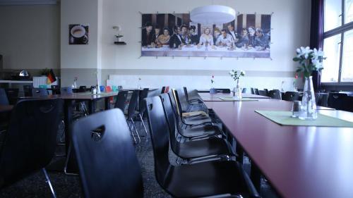 Ein Restaurant oder anderes Speiselokal in der Unterkunft Industriepalast Hotel Berlin