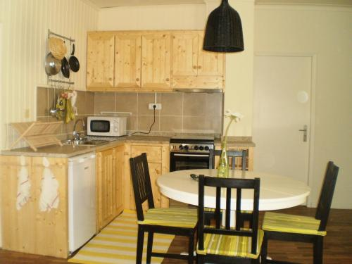 A kitchen or kitchenette at Casa Da Chica