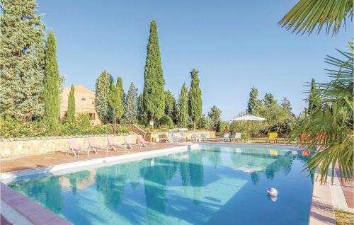 Piscina di Two-Bedroom Holiday Home in Montepulciano (SI) o nelle vicinanze