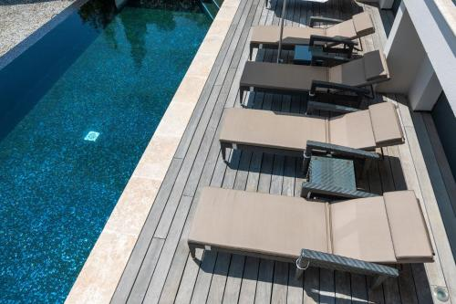A view of the pool at Villa Cassis or nearby
