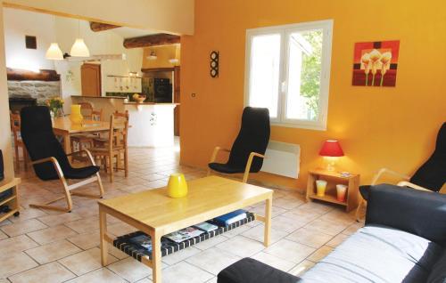 A seating area at Holiday Home Mayres - 02