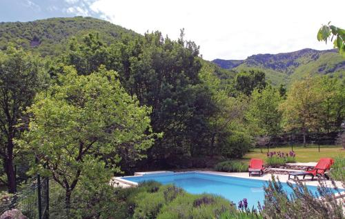 The swimming pool at or near Holiday Home Mayres - 02