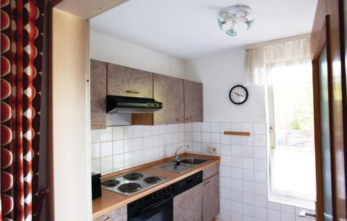 Küche/Küchenzeile in der Unterkunft One-Bedroom Apartment Hess. Oldendorf 04