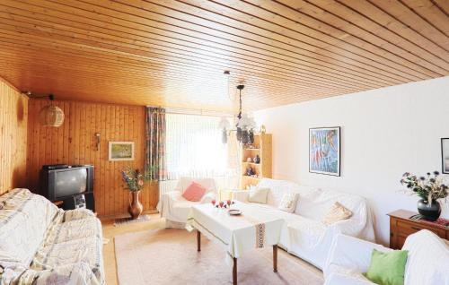 Ein Sitzbereich in der Unterkunft One-Bedroom Apartment Hess. Oldendorf 04